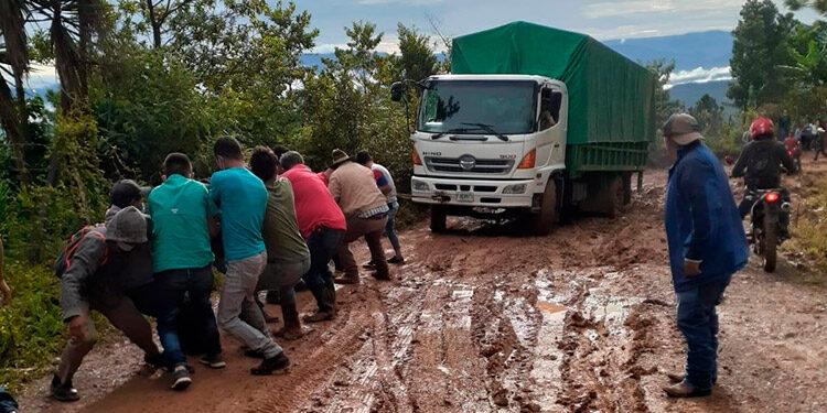 Los pobladores del sur de Lempira temen quedarse incomunicados por el mal estado de las carreteras que empeora con las lluvias.