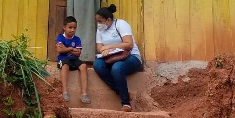 Las maestras visitan los sectores vulnerables de los alrededores de la Nueva Suyapa, para reintegrar a los estudiantes que desertaron.