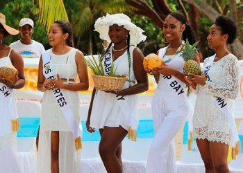 Cada joven será evaluada en la categoría de traje típico, trajes culturales y de gala.