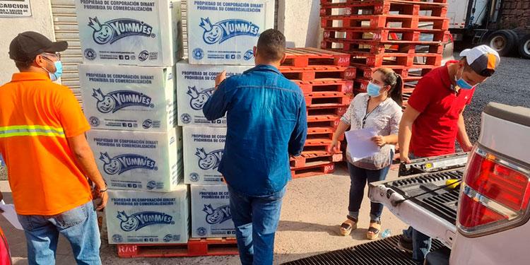 Alimentos, golosinas y medicinas entre otras ayudas llevan a pobladores de La Mosquitia.