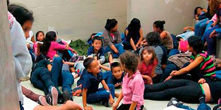 Niños hondureños sin acompañante esperan para emprender el regreso.