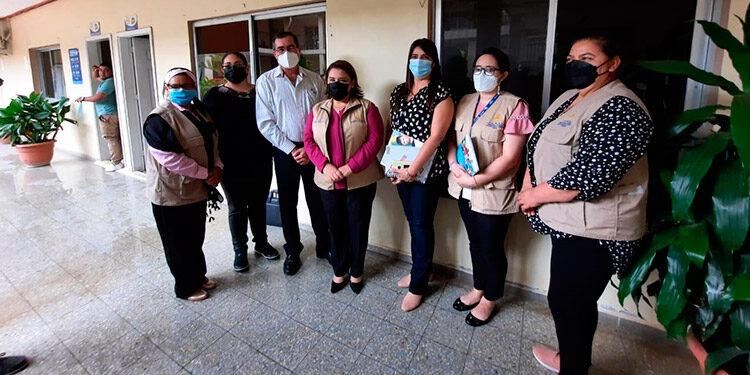 La titular de la Dinaf, Lolis María Salas, se reunió con el alcalde de Danlí, Gustavo Mendoza, y la vicealcaldesa, Irma Cuadra, acompañada por funcionarias de la Regional Centro Oriente.