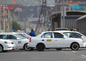 Muchos taxistas aseguran que no se han podido recuperar de la paralización del transporte durante varios meses, a principios de la pandemia.