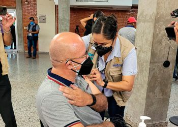 Unas 500 personas fueron inoculadas contra el COVID-19, entre periodistas y otro personal de medios de comunicación.