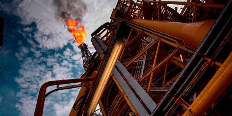 Los contratos de gasolina con vencimiento en octubre sumaron casi 9 centavos y terminaron en 2.15 dólares el galón.