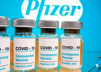Con los envíos mensuales de dosis de Pfizer se podrá vacunar al 100 por ciento de la población elegible, según autoridades de Salud.