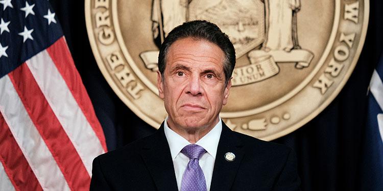 La Asamblea estatal de Nueva York suspenderá su investigación para el juicio político del gobernador Andrew Cuomo una vez que deje el puesto.   (LASSERFOTO EFE)