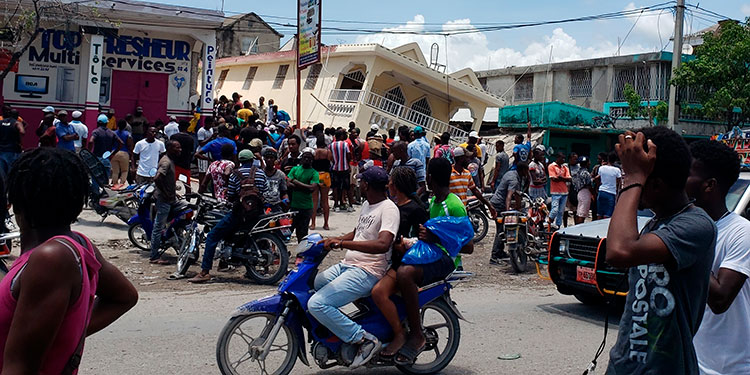 América se empezó a movilizar para socorrer a Haití tras el terremoto de magnitud 7,2 que el sábado dejó al menos 227 muertos.   (LASSERFOTO AFP)