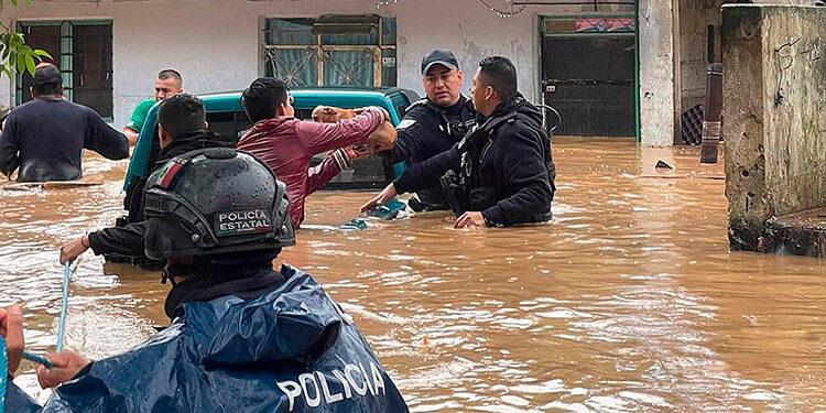 Al menos ocho muertos, además de severas inundaciones y daños en el Estado mexicano de Veracruz provocó el paso del ciclón Grace. (LASSERFOTO EFE)