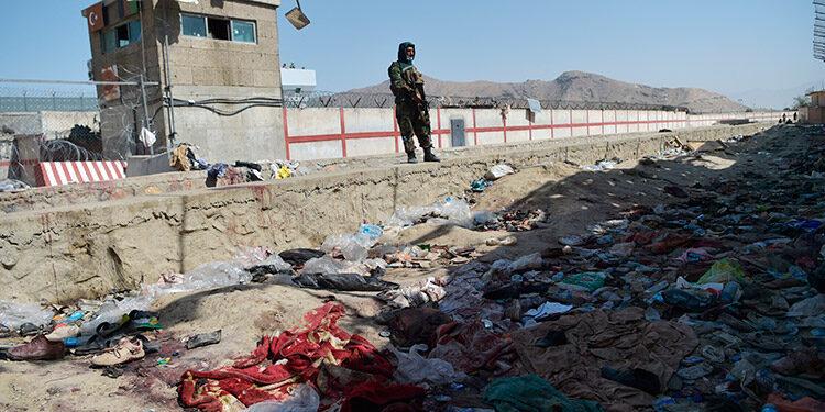 Estados Unidos advirtió que la amenaza de atentados persiste en Kabul tras el sangriento ataque del Estado Islámico. (LASSERFOTO AFP)