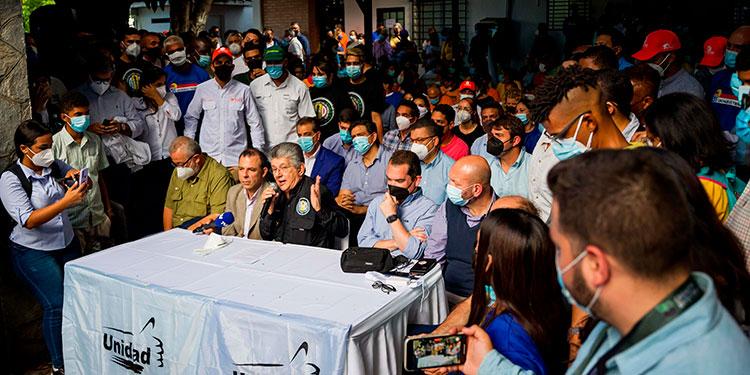 La oposición de Venezuela, anunció que se presentará a las elecciones regionales y locales del 21 de noviembre.   (LASSERFOTO EFE)
