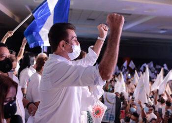 Nasralla, en su lanzamiento, también anunció la construcción de una carretera costera de Trujillo a Puerto Cortés.