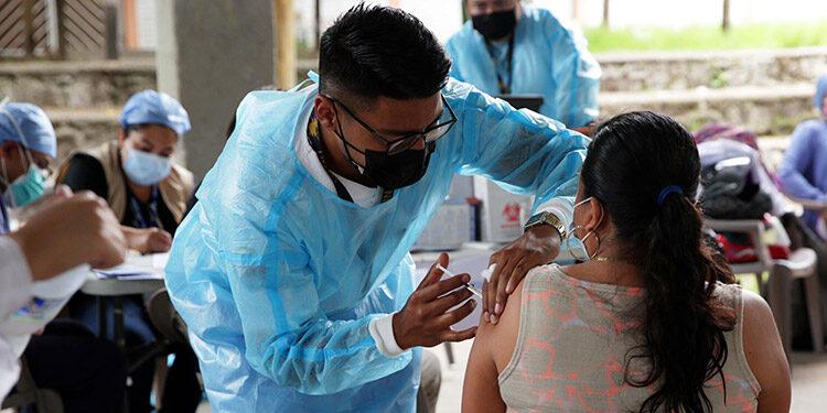 La mayoría de los fallecidos no han recibido ni la primera dosis de la vacuna, según Cosenza.