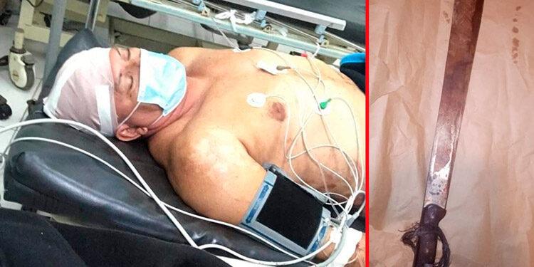 El taxista Juan Zenen Zúñiga Ramos fue llevado a un hospital, donde le hicieron varios puntos en la cabeza.