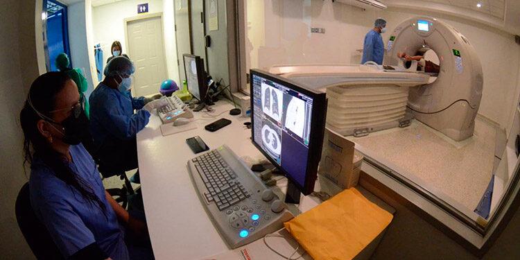 Casi 11 mil tomografías, en 14 meses, realiza el centro universitario de imágenes.