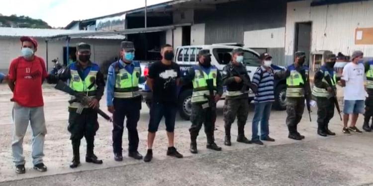 Los detenidos fueron puestos a disposición de la Fiscalía correspondiente.