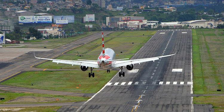 El aeropuerto internacional Toncontín ha permitido el ingreso de ayuda humanitaria durante los fenómenos climáticos que azotaron el país en el pasado.