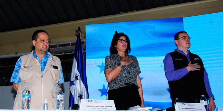Autoridades del CNE, encabezadas por los consejales, Rixi Moncada y Kelvin Aguirre.