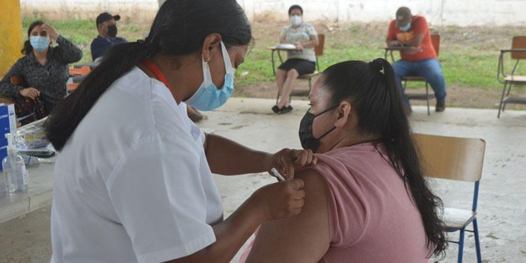En orden de prioridades se realiza con normalidad el proceso de vacunación.