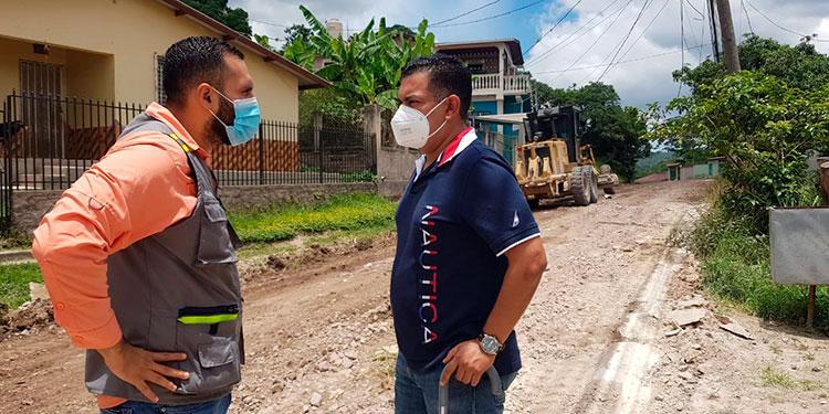El alcalde de Siguatepeque, Juan Carlos Morales Pacheco supervisó el inicio de los trabajos de pavimentación en esta importante vía.