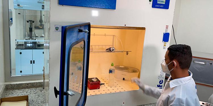 """El moderno laboratorio costó más de 123 millones de lempiras provenientes de los fondos del """"tasón""""."""