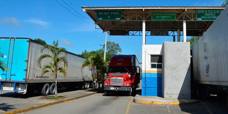 El equipo de trabajo está atendiendo las operaciones aduaneras y dando fluidez al paso de mercancías que ingresan al país.