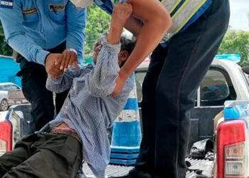 El septuagenario agradeció el gesto por parte de los funcionarios e invitó a la ciudadanía a acercarse a un policía si necesitan ayuda.