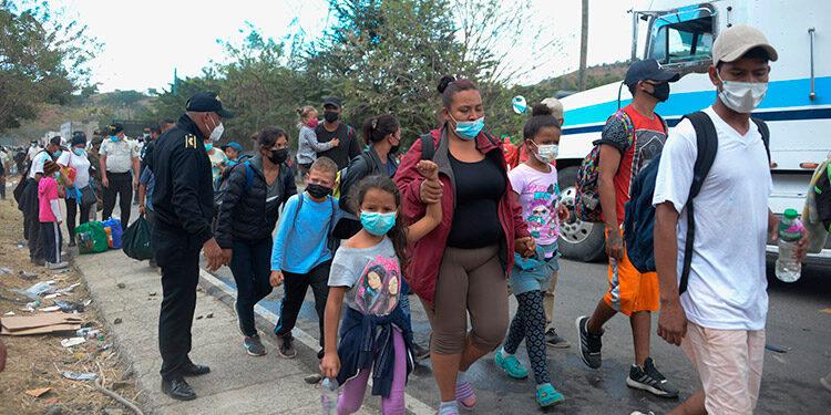 Miles de menores emigran del país, solos o acompañados, en busca de empleo o de reencontrarse con sus progenitores.