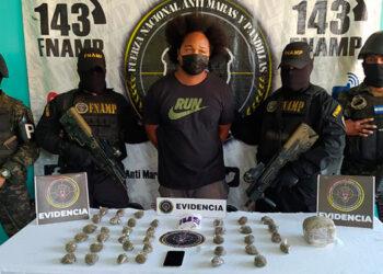 El detenido será remitido a la Fiscalía Especial de Microtráfico, por el delito de tráfico de drogas.