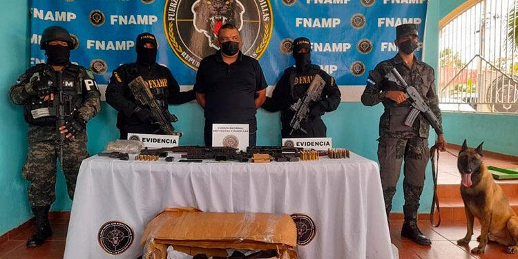 El sospechoso fue capturado durante un operativo de vigilancia y seguimiento policial en el barrio Bella Vista, en La Ceiba.