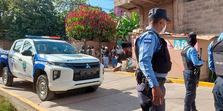 Tras el crimen contra el dueño de una pequeña pulpería llegaron varios agentes, pero los pistoleros ya habían huido del lugar.