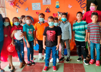 """Cada maestro decidió celebrar con sus alumnos, como en el Centro Básico """"Pedro Nufio""""."""