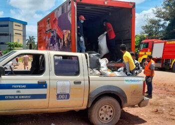 La jornada de limpieza busca erradicar los criaderos de zancudos en Catacamas, Olancho.