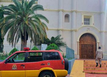 Los bomberos inspeccionaron edificios del centro de la ciudad de Choluteca, como la Catedral, sin encontrar daños en las infraestructuras.