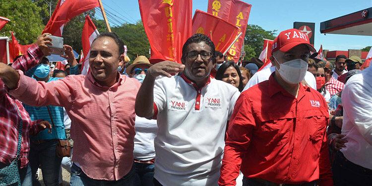Yani Rosenthal y otros líderes liberales hicieron una caminata corta y luego en vehículo recorrieron varias calles de la ciudad de Choluteca.