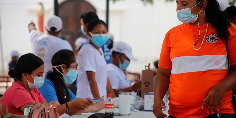 Se espera que para la Semana Morazánica ya toda la población de Colón esté inmunizada en un 90 por ciento.