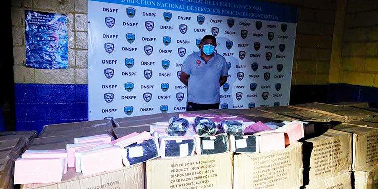 El detenido fue remitido ante las autoridades de la DPI para el debido proceso por el delito de contrabando.