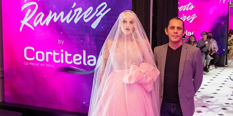 El diseñador hondureño Roberto Ramirez, brilló en el Fashion Week Honduras 2021 con majestuosos diseños creados con las finas texturas de Cortitelas.