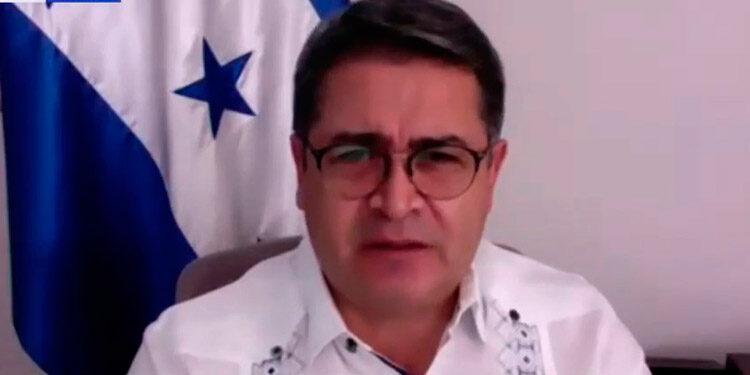 Hernández solicitó a los niños que presten atención especial al Sistema de Protección contra el Cambio Climático.