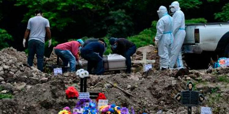 Las muertes por COVID-19, según las autoridades, solo se pueden reducir con la protección de la vacuna.