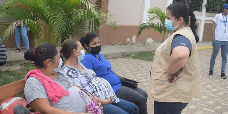 La vacunación móvil en el parque de Chamelecón tuvo una positiva aceptación por parte de mujeres embarazadas.