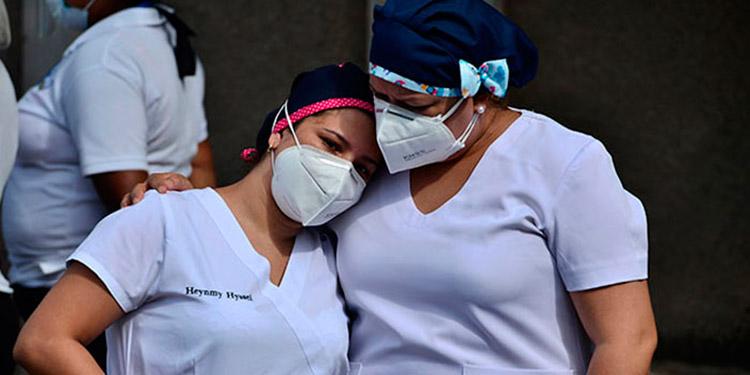 Unos mil 900 auxiliares de enfermería podrían quedar sin empleo, si la Sesal y el Congreso Nacional no firman los acuerdos laborales.