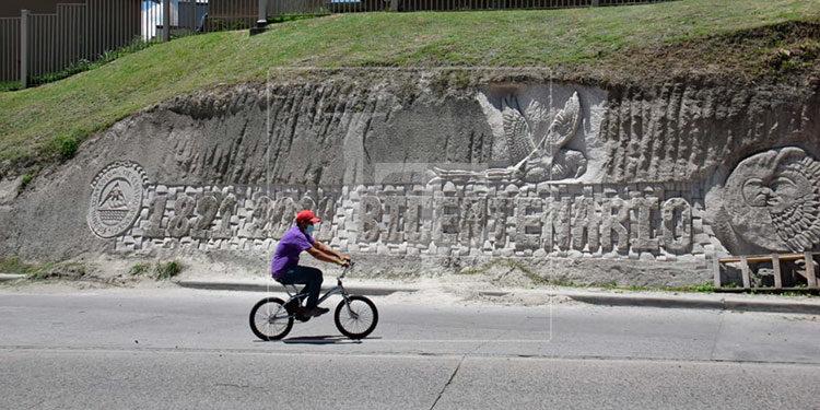 El mural está ubicado en el bulevar Comunidad Económica Europea, al sur de la ciudad.