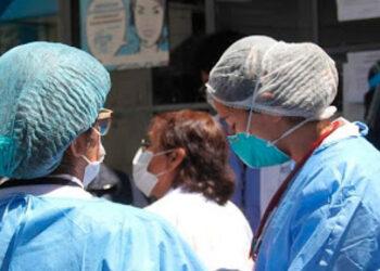 Casi dos mil profesionales de enfermería de primera línea en la pandemia esperan que se les otorgue una plaza permanente.