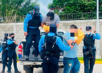 Los detenidos junto con la evidencia serán puestos a la orden de las autoridades correspondientes.