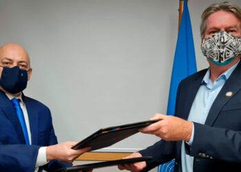 Mark Connoly y Óscar Fernando Chinchilla Banegas firmaron el convenio entre Unicef y el MP.