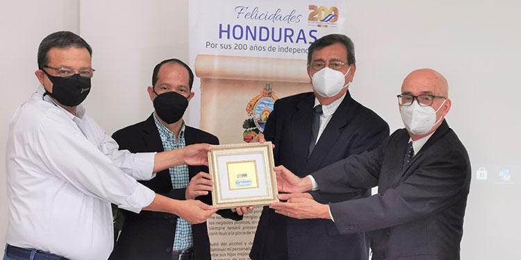 Juan Carlos Reyes, director ejecutivo de Fundevi; Juan Carlos Sierra,  productor del proyecto; Wilfredo Arias, presidente de la Fundación de VUH y Sergio Sabillón, director artístico de VUH.