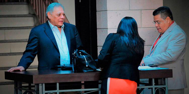Roberto Martínez Lozano, es de los señalados en este caso, la Fiscalía lo acusa de abuso de autoridad y fraude.