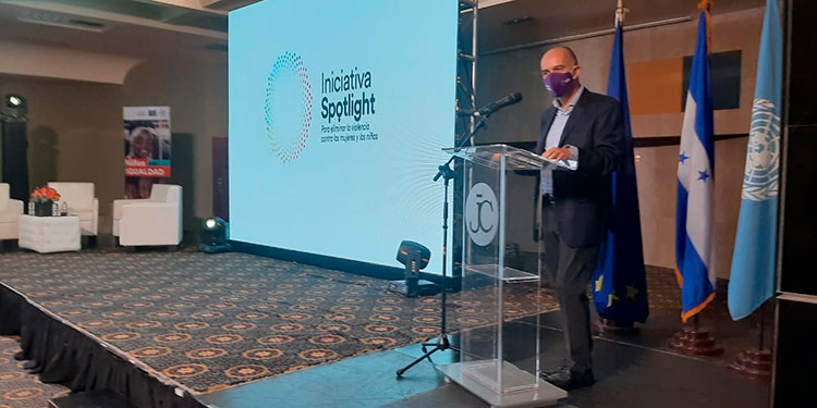 El embajador de la Unión Europea, Jaume Segura, destacó que mediante la iniciativa también se capacitó a alrededor de 100 periodistas y comunicadores en los temas de violencia basada en género.