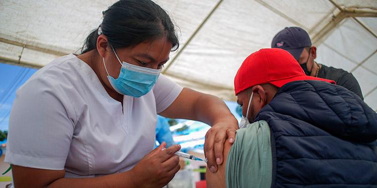 Pobladores de Yamaranguila acudieron a los centros de vacunación anticovid para aplicarse su segunda dosis.